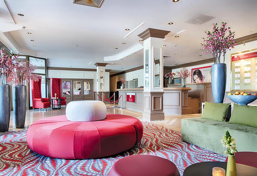 Lounge und Rezeption im Außenansicht Leonardo Hotel Hamburg-Stillhorn