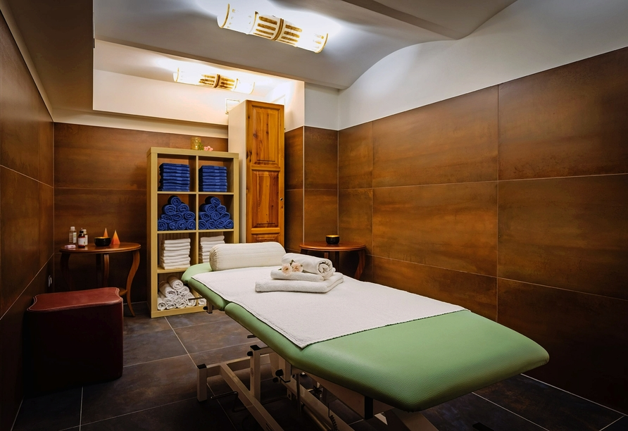 Active & Wellness Hotel Subterra in Ostrov, Massage
