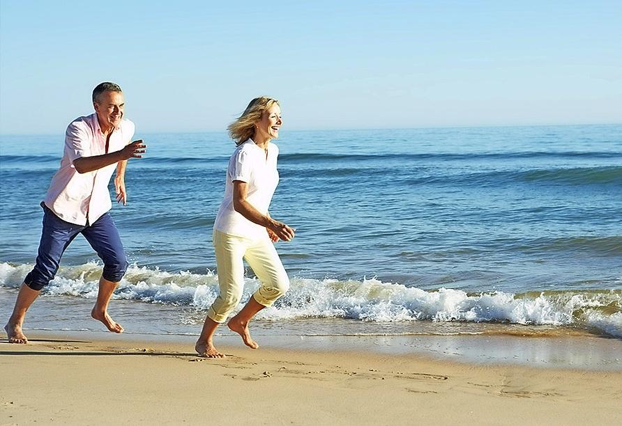Hotel Sensity Chillout Triton Beach Cala Ratjada, Paar am Strand
