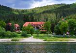Das Wellnesshotel Auerhahn liegt direkt am Schluchsee.