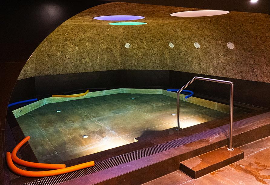 Im Solebad bringt das mit Mineralien angereicherte Wasser den Stoffwechsel auf Trab.