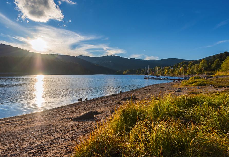 Dank des sauberen Wassers eignet sich der Schluchsee auch zum Baden.
