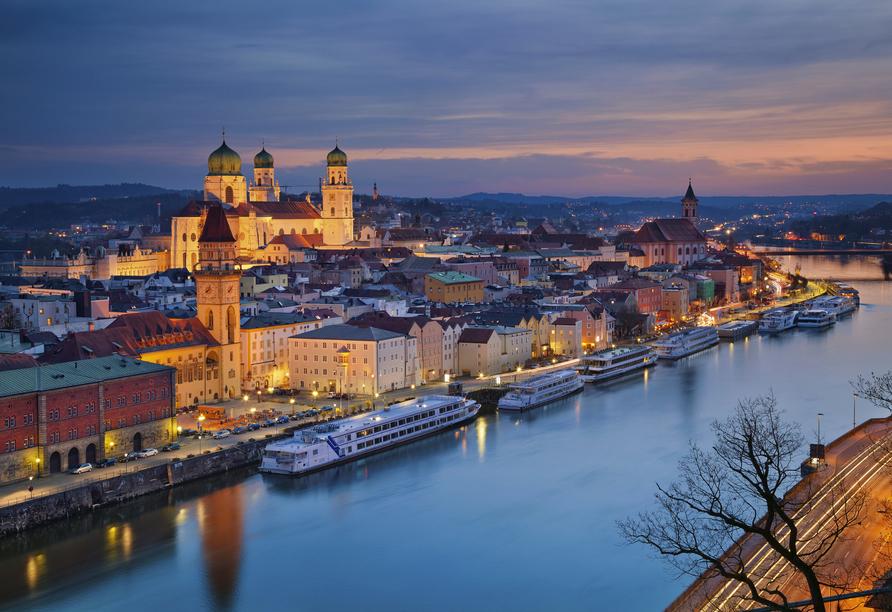 Best Western Amedia Hotel Passau, Stadtansicht am Abend