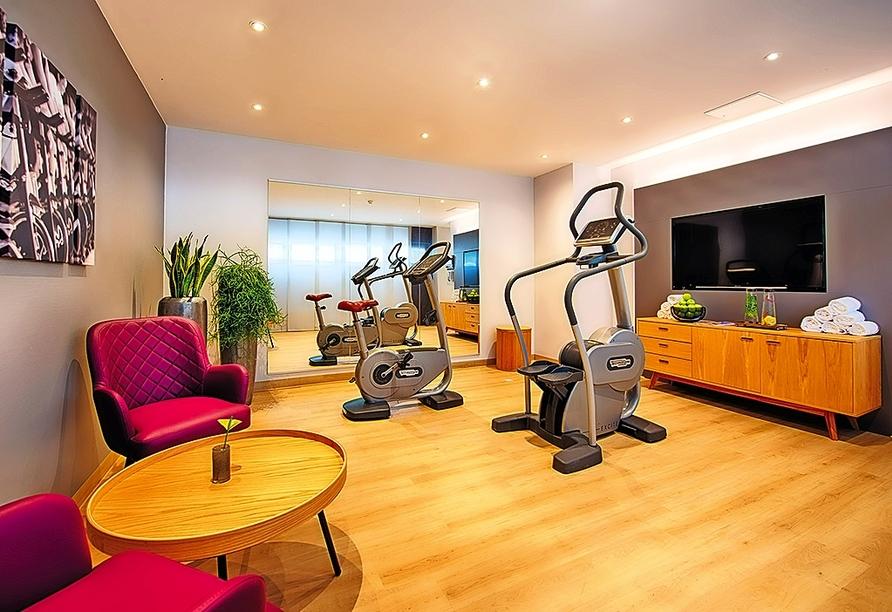 Powern Sie sich aus im Fitnessraum des Leonardo Hotels Munich Arabellapark.