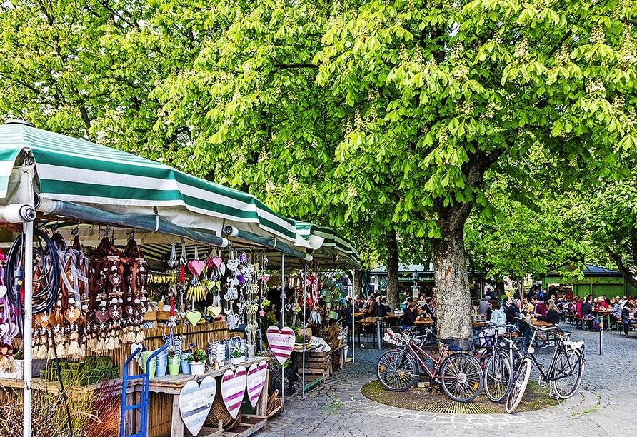 Schlendern Sie über den legendären Münchener Viktualienmarkt.