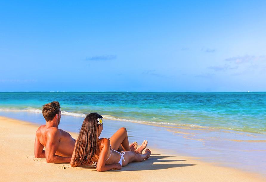Genießen Sie Ihren Langzeiturlaub am traumhaften Strand.