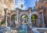 Das Hadrianstor in Antalya ist ein beeindruckendes Bauwerk und markiert den Übergang von der Altstadt in die Neustadt.