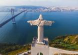Die beeindruckende Cristo Rei Statue ist in ganz Lissabon zu sehen.