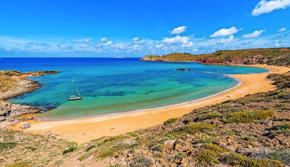 Einer Ihrer inkludierten Aktivausflüge führt Sie zum Cavalleria Strand im Norden Menorcas.