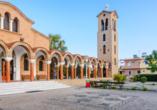 Die Saint Nektariose Kirche in Faliraki ist sowohl von außen als auch von innen sehenswert.