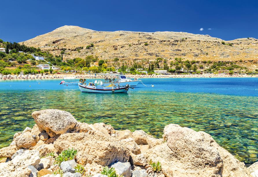 Das kleine mittelalterliche Dorf Lindos begeistert mit grandiosen Buchten.