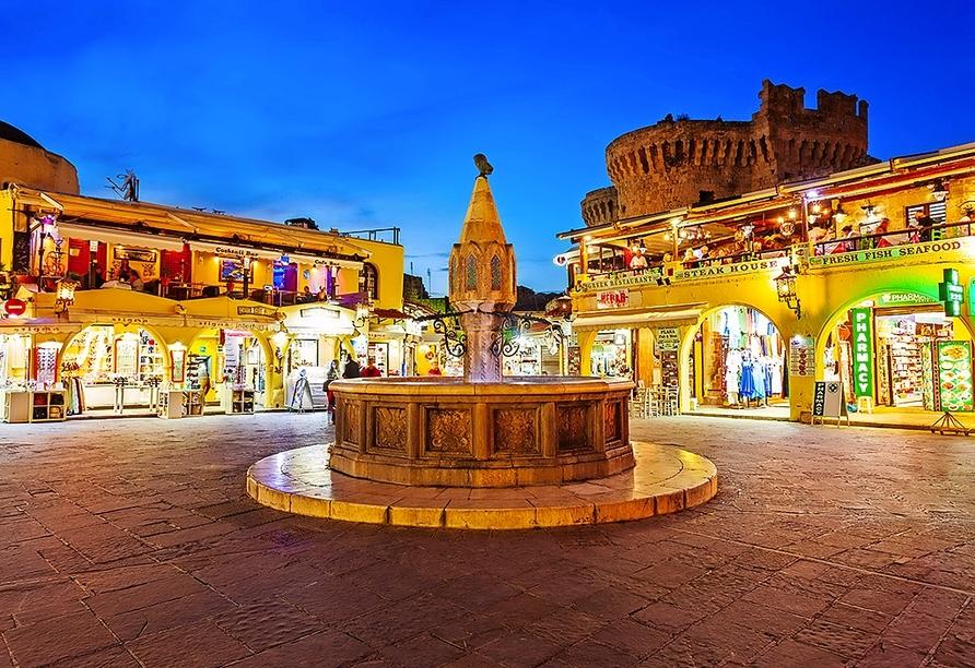 Die Altstadt von Rhodos-Stadt lockt mit kleinen Gassen, tollen Geschäften und schönen Plätzen – überzeugen Sie sich selbst.