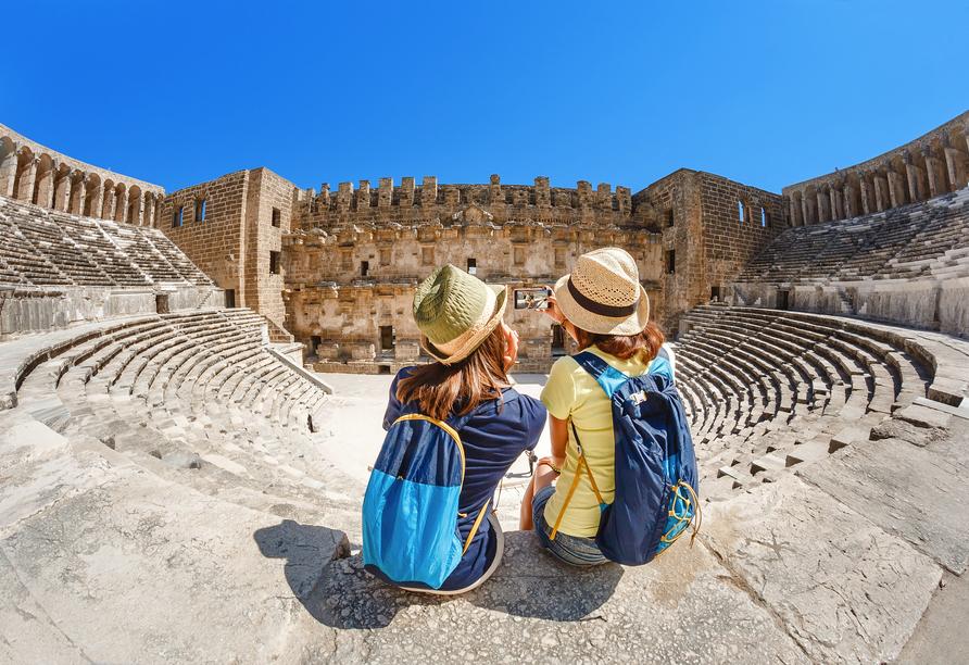 Ein Ausflug zum antiken Amphitheater in Athen lohnt sich.