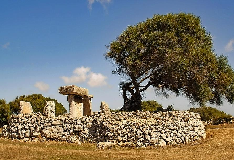 Einige der typischen Talaiots der Balearen liegen ebenfalls auf Ihrem Weg.
