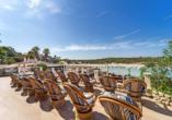 Auch die Terrasse des Beach Club Aparthotels bietet Ihnen eine wunderschöne Aussicht.
