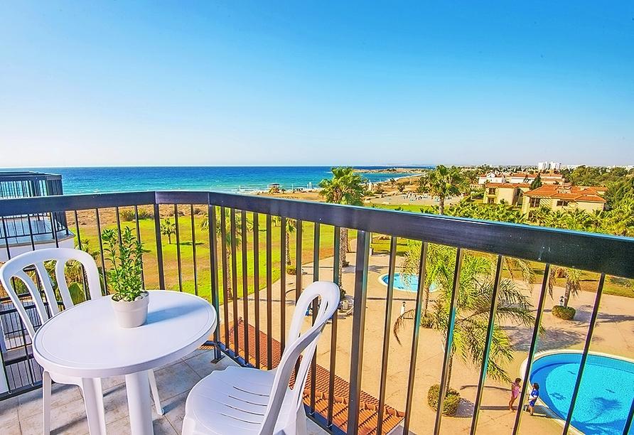 Beispiel eines Balkons mit seitlichem Meerblick