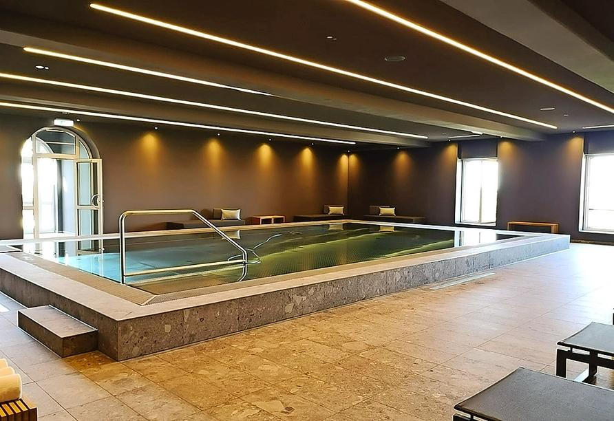 Im Hallenbad des Boutique SPA LIQIDIUM im Hotel Stadt Breisach finden Sie wohltuende Ruhe und Erholung.