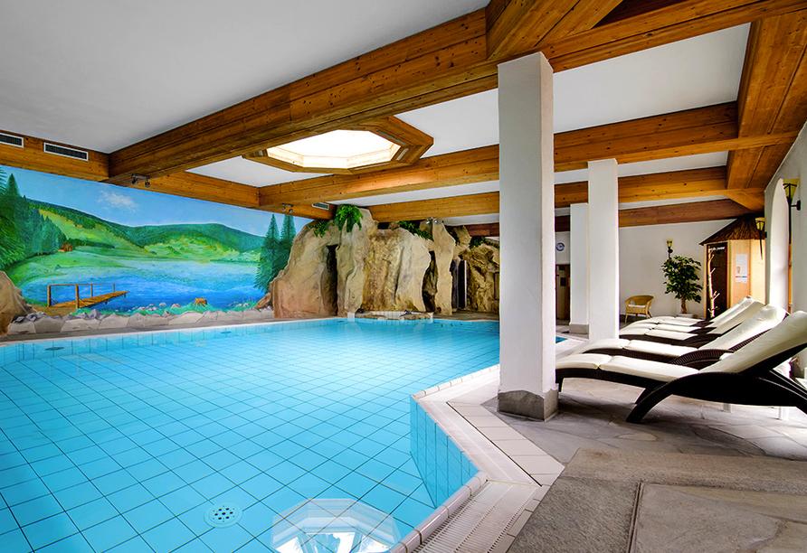 Der Höhepunkt des Wellnessbereichs ist das Felsen-Hallenbad.