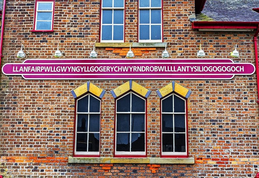 Herzlich Willkommen in Llanfairpwllgwyngyllgogerychwyrndrobwllllantysiliogogogoch!