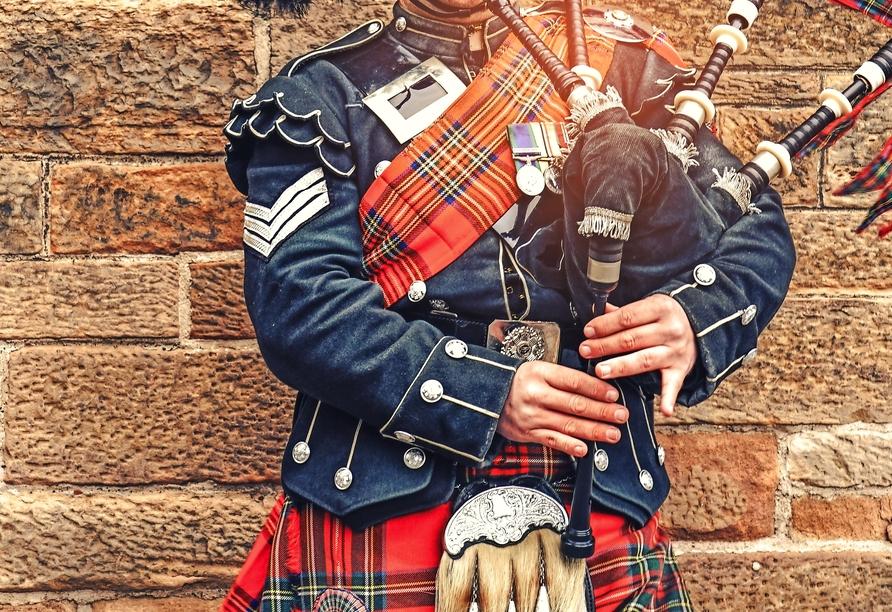 Tauchen Sie ab in die schottische Kultur und lauschen Sie den Klängen von Dudelsäcken.