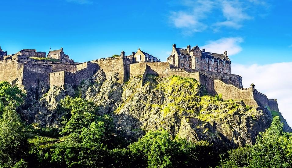 Das Edinburgh Castle gilt als eine der bedeutendsten Sehenswürdigkeiten Schottlands.