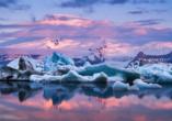 Die weltweit einzigartige Gletscherlagune Jökulsárlón wird Sie zum Staunen bringen.