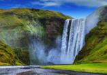 Blick auf den Wasserfall Skógafoss