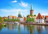In Lübeck erwarten Sie viele Sehenswürdigkeiten und das leckere Niederegger Marzipan.