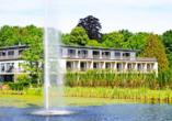 Das Schlossgut erwartet Sie mit einem schönen Schlossteich und Parkgebäude.