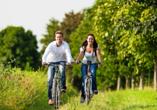 Genießen Sie die Natur bei einer Fahrradtour.