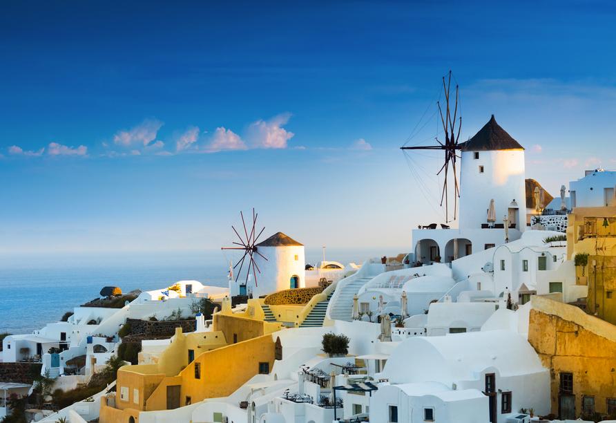 Entdecken Sie Oia und weitere traumhafte Orte auf der Vulkaninsel Santorin.