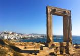 Die eindrucksvolle Portara von Naxos ist ein Überbleibsel eines Tempels, der dem griechischen Gott Apollon gewidmet war.