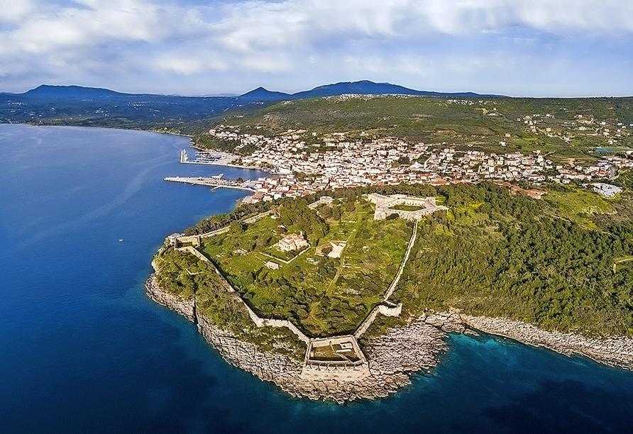 Statten Sie Pylos samt Hafen und Festung einen Besuch ab.