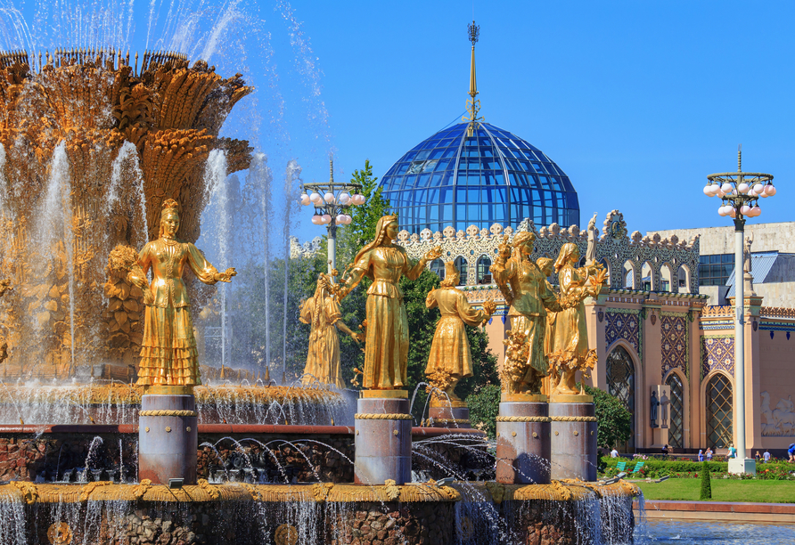 Bei einer Führung durch das VDNKh Ausstellungszentrum lernen Sie Wissenswertes über die besondere, sowjetisch geprägte Architektur.