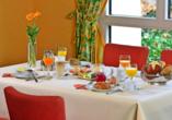 Stärken Sie sich beim Frühstück im Amber Hotel Leonberg für Ihren erlebnisreichen Tag!