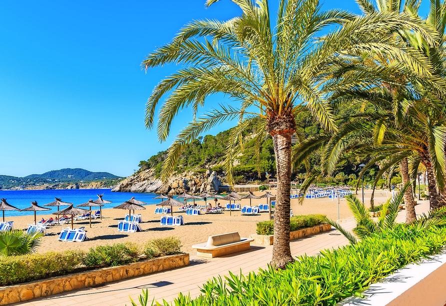 Schlendern Sie entlang hübscher Promenaden und entspannen Sie am Strand.