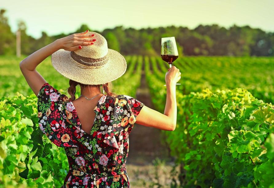 Probieren Sie unbedingt einen Wein aus der Weinbauregion Rioja.