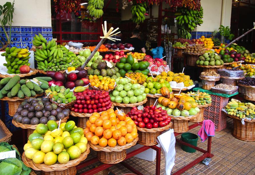 In der Markthalle Mercado dos Lavradores gibt es auf zwei Stockwerken allerhand Köstlichkeiten zu kaufen.
