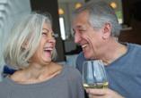Hotel Ross Meißen, Paar mit Wein