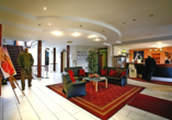 Autorundreise Ostdeutschland, Lobby The Royal In Park Hotel Fasanerie Neustrelitz