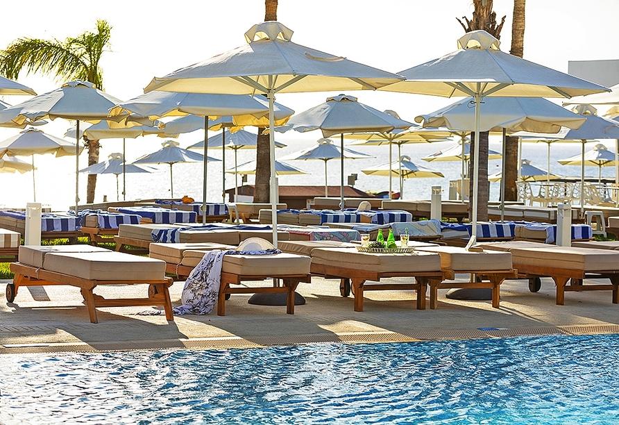 Am Pool können Sie entspannte Stunden verbringen.