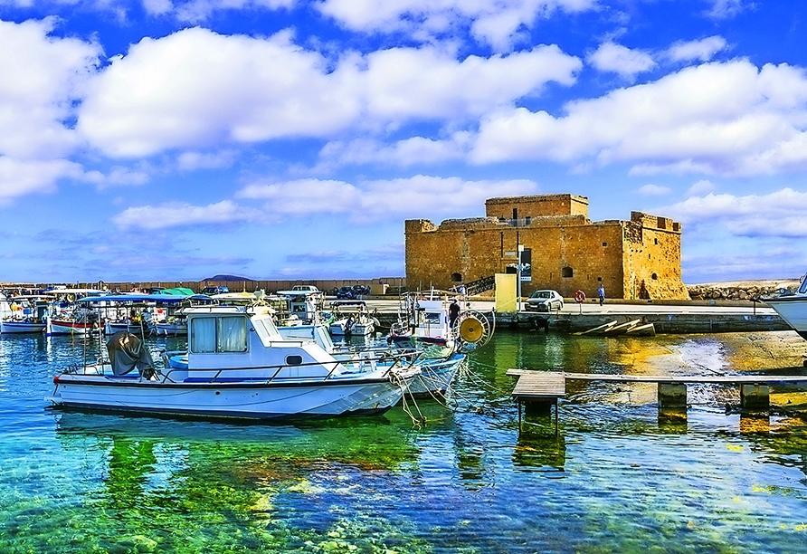 Statten Sie der mittelalterlichen Burg in Paphos einen Besuch ab.