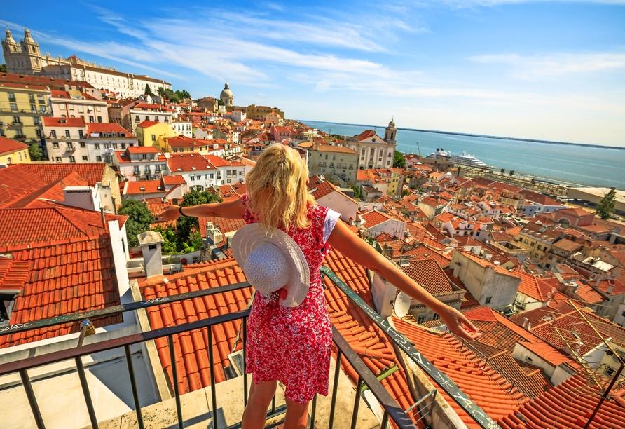 Der Aussichtspunkt Miradouro das Portas do Sol offenbart einen einmaligen Blick auf Lissabon.