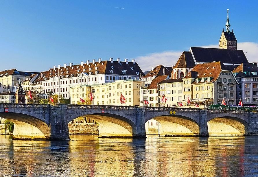 Die Mittlere Brücke ist der älteste Rheinübergang Basels.