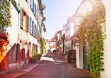 Schlendern Sie durch die schönen Gassen der Basler Altstadt.
