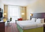 Beispiel eines Doppelzimmers mit Doppelbett im Courtyard Hotel by Marriott Basel