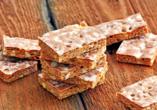 Probieren Sie Basler Leckerli – ein Honigkuchen nach altem Basler Rezept.