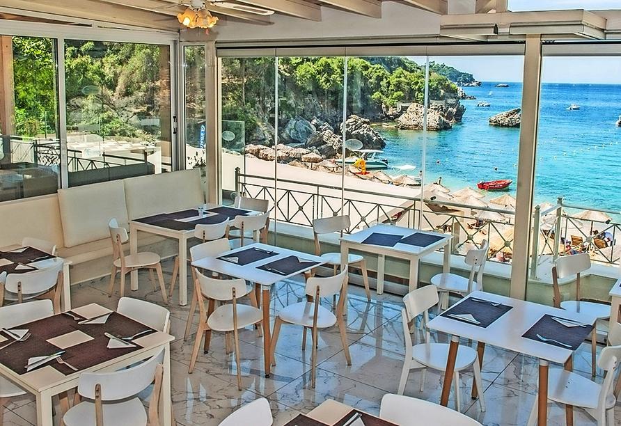 Das Restaurant des Hotels bietet eine fantastische Aussicht.