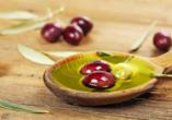 Bei einer Besichtigung einer traditionellen Olivenpresse lernen Sie die Herstellung von leckerem Olivenöl kennen.