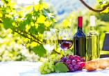 Bei dem Besuch eines Weinbauerns kommen Sie in den Genuss einer kleinen Weinverkostung.